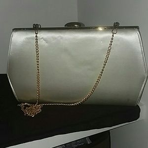 Vintage clutch with gold chain
